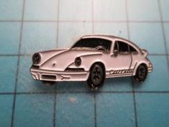 Pin613E Pin's Pins :  PORSCHE CARRERA BLANCHE GRAND PINS EN LEGER RELIEF  , Marquage Au Dos : ------ - Porsche
