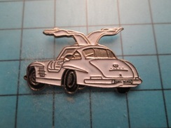 Pin613E Pin's Pins :  Grand Pin's SLK PORTES PAPILLON MERCEDES BENZ  , Marquage Au Dos : ------ - Mercedes