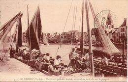 44. Le Croisic. Nos Braves Pecheurs Bretons Arrivent Au Port, Ils Ont La Fringale - Le Croisic
