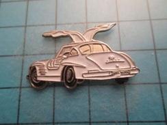 Pin613F Pin's Pins : Grand Et Beau Pin's MERCEDES ANNEES 50/60 AILES PAPILLON   ; Marquage Au Dos : - ---- - - Mercedes