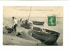Cp - OUISTREHAM (14) - Sabloniers Préparant Leurs Tas De Sable - Ouistreham