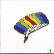 Pin's Sport - Parachutisme. Estampillé Tablo. EGF. T545-11 - Parachutting