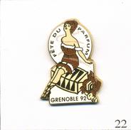 Pin's Tourisme - Grenoble (38) / Fête Du Parfum 1992 Avec Pin'Up 1920. Non Estampillé. Zamac. T546-22 - Perfume