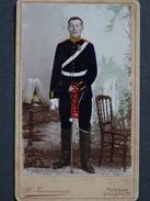 PHOTO CDV 10,5 X 6,5 Militaire Allemand Sabre Coiffe Casque Crignière Peint Main    Photo ZWIRNEMANN  POTSDAM-Allemagne - Guerre, Militaire