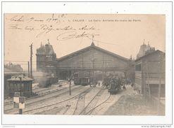 CALAIS LA GARE ARRIVEE DU TRAIN DE PARIS CPA BON ETAT - Stations With Trains