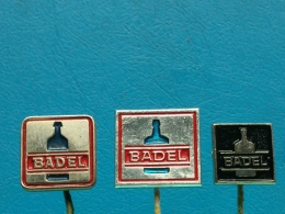 3 PINS LOT - Z41 - BADEL, CROATIA, Wijn Wein, Winery, ALCOHOL, ALCOOL - Boissons