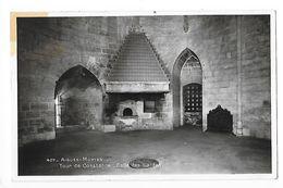 AIGUES-MORTES  (cpsm 30)  Tour De Constance, Salle Des Gardes -   - L 1 - Aigues-Mortes