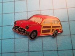 Pin613c Pin's Pins : Rare Et Belle Qualité : VOITURE BREAK ROUGE ANNEES 40/50 MARQUE ET MODELE A IDENTIFIER   , Marquage - Badges