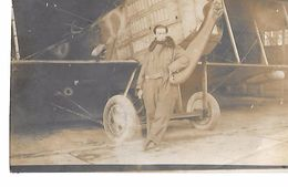 AVIATION : Carte-photo D'un Aviateur Devant Son Avion à VERVIERS (Belgique) Novembre 1918 - Airmen, Fliers