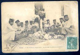 Cpa D' Algérie Blida Tirailleurs Algériens -- La Corvée De Pommes De Terre   SEP17-49 - Blida