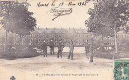 37 TOURS. CPA. QUARTIER RANNES. 5ème RÉGIMENT DE CUIRASSIERS. COUR INTÉRIEURE ANNÉE 1908. - Tours