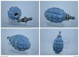 REPRODUCTION Grenade Française F1 Bleu Horizon Et Allumeur Percussion Démontable - Militaria
