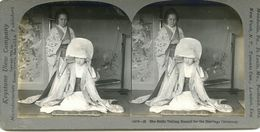 S0353 - JAPON -  The Bride Veiling Herself For The Marriage Ceremony - Stereoscopio