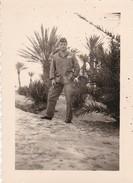 MINI-PHOTO--MILITARIA--ALGERIE--COLOMB-BECHAR--dans L'oasis--voir 2 Scans - Guerre, Militaire