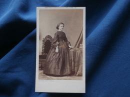 Photo CDV  Disderi Bd Des Italiens Paris  Jeune Femme  Second Empire - Circa 1860 - L337 - Foto