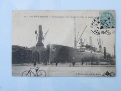 C.P.A. 62 CALAIS MARITIME : Déchargement D' Un Bateau De Bois Au Bassin Carnot, Animé, En 1906 - Calais