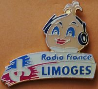 W...632  )........RADIO  FM ........RADIO  FRANCE  ......LIMOGES - Pin's