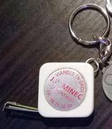 Porte-clés Mètre Ruban Publicité Pour Les Viandes En Gros  J.P. MINEC Le Ponthou (29) - Casquettes & Bobs
