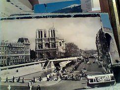 FRANCE PARIS NOTRE DAES PLACE  SAINT MICHEL AUTO CAR AUTOBUS  V1964 GI17964 - Notre Dame De Paris