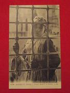 ALGERIE - SCENES ET TYPES - 6290 - Femme Arabe à Sa Fenètre - éditeur LL - Algérie