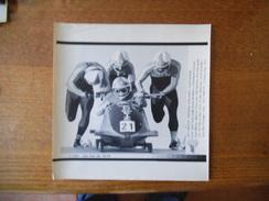 28FEB88-CALGARY BOBSLEIGH SWITZERLAND FASSER,MEIER,FAESSLER ET SOCKER AFP PHOTO PAPIER 21cm/17cm - Sports D'hiver