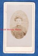 Photo Ancienne CDV Vers 1900 - LHOMME ( Sarthe ) - Portrait D'une Femme Du Village - Photographie Richard Mercier - Old (before 1900)