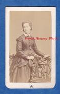 Photo Ancienne CDV Vers 1870 - MARSEILLE - Portrait D' Elisabeth De LYLE TAULANE épouse De Georges De SINETY - Photographs