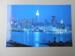 ETATS-UNIS NY NEW YORK CITY THE LIGHTS OF NEW YORK CITY AT NIGHT... - Multi-vues, Vues Panoramiques