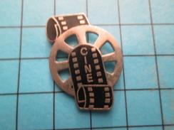 Pin313F Pin's Pins / Beau Et Rare / CINEMA /  FILM BOBINE PELLICULE - Films