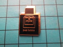 Pin414c Pin's Pins / Beau Et Rare / PARFUMS / POUR L'HOMME DE VAN CLEEF & ARPELS PARFUM - Perfume