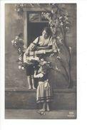 18039 - Bonne Fête Mère à La Fenêtre Et Ses Enfants EAS 1000316 - Anniversaire