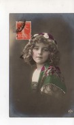 Grete Reinwald Avec Croles Et Bonnet Foulard - Portraits