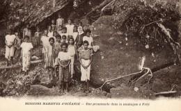 Missions Maristes D Oceanie Une Promenade Dans La Montagne A Fidji (lot 11) - Fidji
