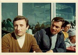 Photo Couleur Bords Blancs Originale Sports D'Hiver Et Playboys Type Amicalement Vôtre Vers 1960 - Pin-ups