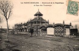 LA FERTE BERNARD -72- BOULEVARD DE LA REPUBLIQUE ET GARE DES TRAMWAYS - La Ferte Bernard