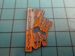 Pin816b Pin's Pins / Beau Et Rare /  SPORTS / VOLLEY-BALL KINGERSHEIM - Volleyball