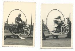 2 - LOT 2 ANCIENNES PHOTOS ACROBATIE MOTOCYCLISTE, CASCADE, MOTO, MOTARD, FIGURE, PARADE, DEFILE, SPECTACLE - Motorräder