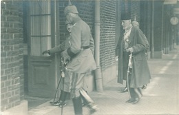 682/25 - Carte PHOTO Guerre 14/18 - Manuscrit : Talaat Pacha , Grand Vizir De Turquie à La Gare De SPA - WW I