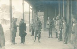 683/25 - Carte PHOTO Guerre 14/18 - Manuscrit : Charles D'Autriche Et Divers Etat-Major Allemand à La Gare De SPA - WW I