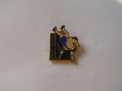 Pins Catch Club Maxevillois 1992 - Lutte