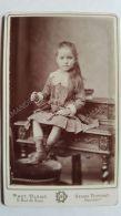 Photo Ancienne CDV Vers 1880 Blanc / Dupont à Paris  Petite Fille Robe Ancienne - Personnes Anonymes