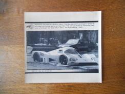 29/APR/90 MONZA THE MERCEDE'S C11 PROTOTYPE IN ACTION JEAN-LOUIS SCHLESSER MAURO BALDI AFP PHOTO PAPIER 21,5 Cm/17cm - Voitures (Courses)