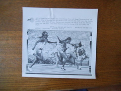 ATLANTA 28/7/96 GWEN TORRENCE,GAIL DEVERS,MERLENE OTTEY ARRIVEE DU 100m AFP PHOTO PAPIER 18cm/12cm - Leichtathletik