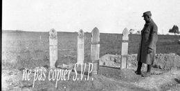 Guerre 14-18 CIMETIERRE MILITAIRE TOMBES INDOUES Négatif Pris Par Militaire Escadrille VB 110  MONTDIDIER 1915 - 1914-18