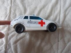 Joustra Voiture Ambulance En Tôle Et Plastique Made In France - Oud Speelgoed
