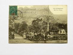 C.P.A. Polynésie, Tahiti : ILES MARQUISES : Une Vue à ATUANA, Animé, Homme à Cheval, Timbre 1904, TRES RARE - Polynésie Française