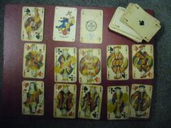 JEU Trés Ancien De 52 Cartes à Jouer Avec JOKER - AS De Trèfle Avec La Taxe Du Décret De 1890 - Il Manque Dame De Trèfle - 54 Carte