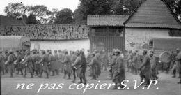 Guerre 14-18 AVIATION DEFILE A LA VB 110  Négatif De Militaire Escadrille VB 110 Aerodrome CROISETTE 1915 - 1914-18