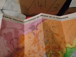 CARTE VOLCANO-TECTONIQUE DU MASSIF DE LA FOURNAISE  ILE DE LA REUNION  ECHELLE 1/50 000  Notice Explicative P. BACHELERY - Sciences