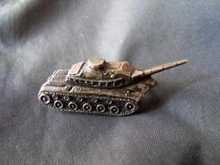 Insigne Militaire  Char Broche - Army & War